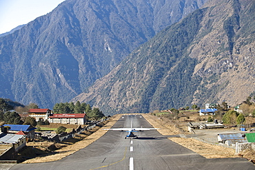 Lukla Airport and Runway, Solu Khumbu Region, Nepal, Himalayas, Asia