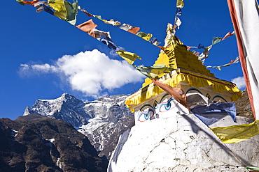 Prayer flags and Buddhist stupa, Namche Bazaar, Solu Khumbu Region, Nepal, Himalayas, Asia