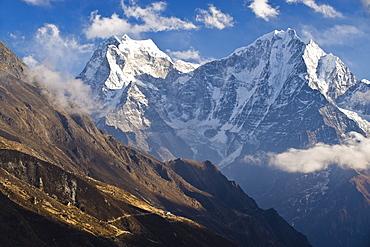 Thamserku, 6608 metres, and Kantega, 6685 metres, Dudh Kosi Valley, Solu Khumbu (Everest) Region, Nepal, Himalayas, Asia