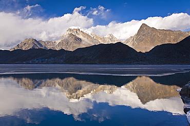 Dudh Pokhari Lake, Gokyo, Solu Khumbu (Everest) Region, Nepal, Himalayas, Asia