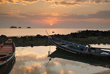 Long tail Boats at sunset, Taling Ngam Beach, Ko Samui Island, Surat Thani, Thailand, Southeast Asia, Asia