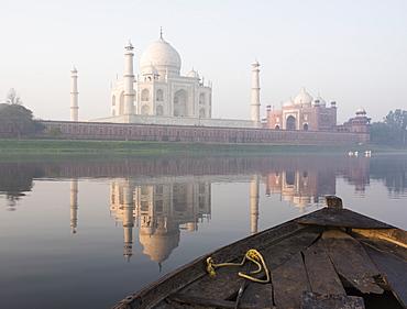 Dawn on the Taj Mahal from Yamuna River, UNESCO World Heritage Site, Agra, Uttar Pradesh, India, Asia