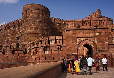 Exterior of Agra Fort, UNESCO World Heritage Site, Agra, Uttar Pradesh, India, Asia