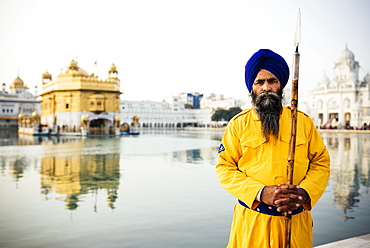 Portrait of guard, Harmandir Sahib (Golden Temple), Amritsar, Punjab, India, Asia