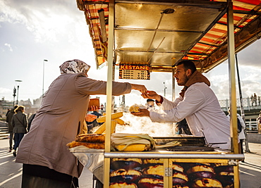 Food stall selling corn, Istanbul, Turkey, Europe