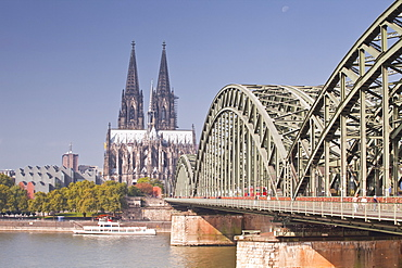 Cologne Cathedral (Dom) across the River Rhine, Cologne, North Rhine-Westphalia, Germany, Europe