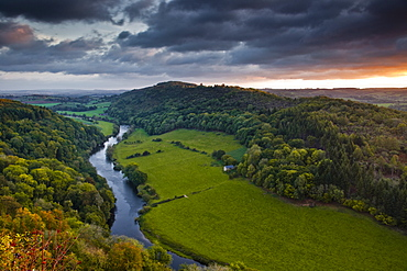 The breaking dawn sky and the River Wye from Symonds Yat rock, Herefordshire, England, United Kingdom, Europe