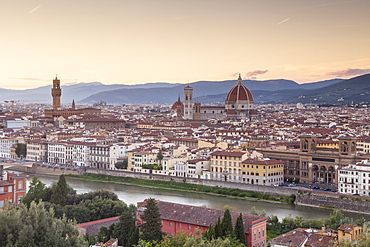 Basilica di Santa Maria del Fiore (Duomo) and skyline of the city of Florence, UNESCO World Heritage Site, Tuscany, Italy, Europe
