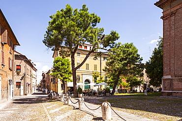 Street scene in the city of Ferrara, UNESCO World Heritage Site, Emilia-Romagna, Italy, Europe