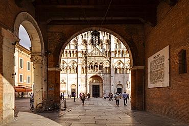 View of the Duomo di Ferrara from Palazzo Municipale, Ferrara, UNESCO World Heritage Site, Emilia-Romagna, Italy, Europe