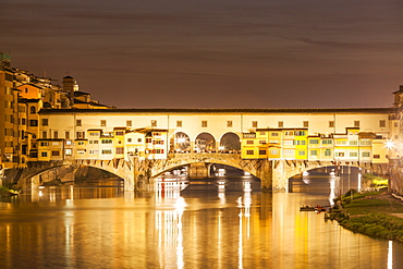 Ponte Vecchio over the River Arno at night, Florence, UNESCO World Heritage Site, Tuscany, Italy, Europe