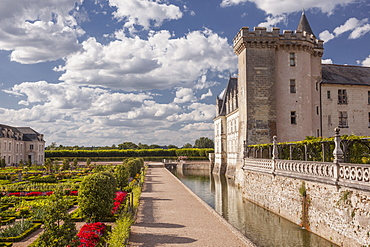 The afternoon light catches the side of the chateau and gardens in Villandry, UNESCO World Heritage Site, Indre et Loire, Centre, France, Europe