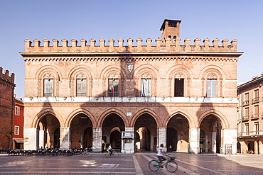 Palazzo Comunale, dating from the early 13th century and now the seat of the Town Council, Cremona, Lombardy, Italy, Europe