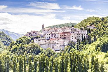 The village of Preci in the Monti Sibillini National Park, Umbria, Italy, Europe