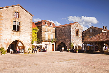 The market square in Monpazier, one of the Beaux Villages de France, Dordogne, France, Europe