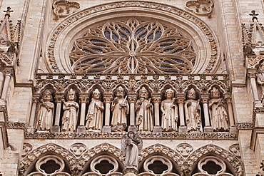 Statues on the tympanum of Notre Dame d'Amiens Cathedral, UNESCO World Heritage Site, Amiens, Somme, Picardy, France, Europe