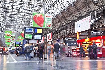 The morning rush-hour in Paris Gare de l'Est station, Paris, France, Europe