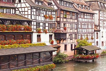 Half-timbered houses in La Petite France, Grande Ile, UNESCO World Heritage Site, Strasbourg, Bas-Rhin, Alsace, France, Europe