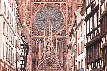 Rue Merciere and Strasbourg Cathedral, Strasbourg, Bas-Rhin, Alsace, France, Europe