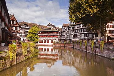Half timbered houses in La Petite France, Grande Ile, UNESCO World Heritage Site, Strasbourg, Bas-Rhin, Alsace, France, Europe