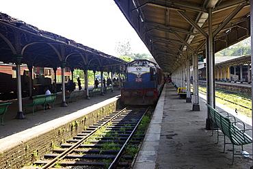 Train at platform, Kandy train station, Kandy, Sri Lanka, Asia