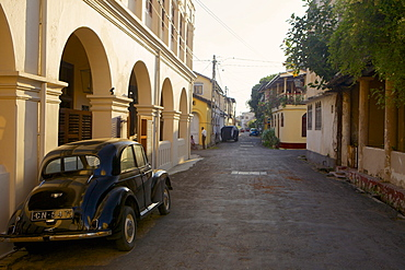Classic car in the historic Galle Fort, UNESCO World Heritage Site, Galle, Sri Lanka, Asia