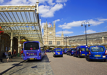 Bristol Temple Meads train station with taxis and buses outside, Bristol, England, United Kingdom, Europe