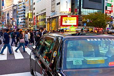 Japanese taxi waiting at the Shibuya Crossing, Tokyo, Japan, Asia