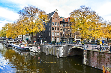 Canal houses at Korte Prinsengracht in autumn, Brouwersgracht, Amsterdam, North Holland, The Netherlands, Europe