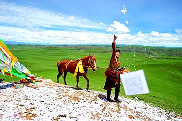 Rider praying before the race when Lapst? - Tibet China
