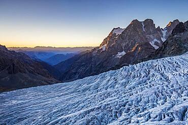 Le Glacier Blanc (3023m), view on Mount Pelvoux (3932m), Valley of Vallouise, Brian?onnais region, Ecrins National Park, Hautes-Alpes, France