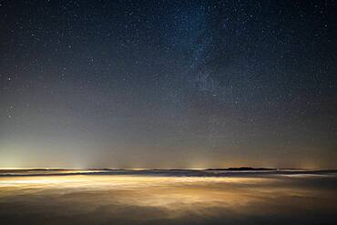 Sea of night clouds, lit by Aix-Les-Bains and Chamb?ry. During the marked reversal of December 04, 2019, Savoie, France