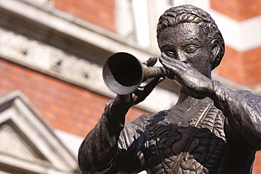 historical fountain monument sculpture showing the Pied Piper of Hamelin portrait Hameln Niedersachsen Deutschland