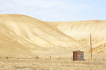 Drought parched ranchland in Bakersfield, California, USA. Following an unprecedented four year long drought, Bakersfield is now the driest city in the USA.