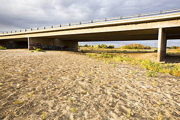 The dried up river bed of the Kern River in Bakersfield, California, USA. Following an unprecedented four year long drought, Bakersfield is now the driest city in the USA.