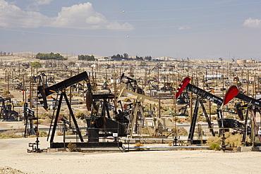 The Midway Sunset oilfield in Taft, Bakersfield, California, USA.