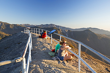 Tourists on the summit of Moro Rock a granite outcrop viewpoint in the Sequoia National Park, Yosemite, USA.