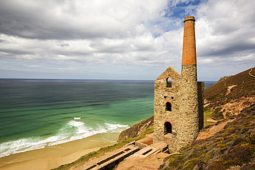 Wheal Coates, an old tin mine on the cliffs above St Agnes, Cornwall, UK.