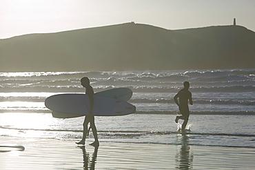 Surfers at Hayle Bay, Polzeath, Cornwall, England, United Kingdom, Europe