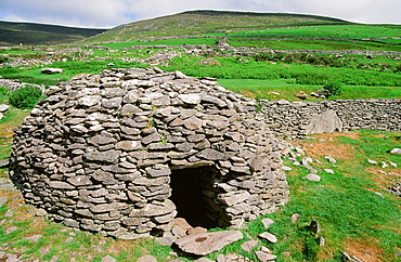 An ancient Beehive dwelling in County Kerry, Munster, Republic of Ireland, Europe