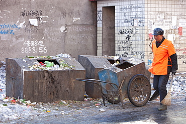 A street cleaner on the streets of Suihua in Heilongjiang Province, Northern China, Asia