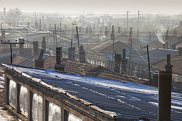 Slum dwellings in Suihua, Heilongjiang Province pumping out coal smoke into an already highly polluted atmosphere, China, Asia