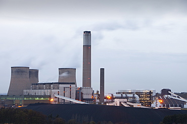 Ratcliffe on Soar coal fired power station at dusk in Leicestershire, England, United Kingdom, Europe