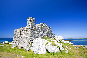 The Block house, a 16th century gun tower protecting Old Grimsby Harbour, Tresco, Isles of Scilly, United Kingdom, Europe