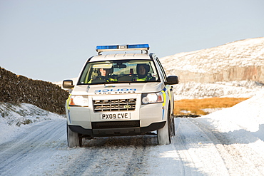 Police four wheel drive on Kirkstone Pass in snowy conditions, Lake District, Cumbria, England, United Kingdom, Europe