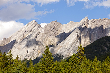Inclined bedding planes in limestone on peaks above Johnsons Canyon, Banff National Park, UNESCO World Heritage Site, Alberta, Canadian Rockies, Canada, North America