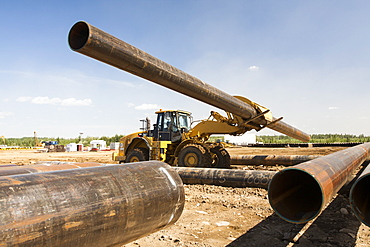 Pipeline construction work north of Fort McMurray in the heart of the Canadian tar sands, Alberta, Canada, North America