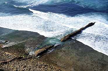 Igneous dyke, Ericeira, Portugal     (rr)
