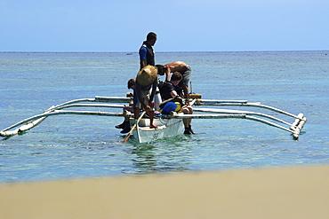 Scuba divers prepare to dive off bangka (traditional Philippino boat), close to shore, Apo Island, Negros, Philippines, Southeast Asia, Asia