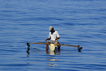 Local fisherman using hand line from small bangka (traditional Philippino boat), Dumaguete, Negros, Philippines, Southeast Asia, Asia